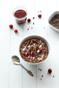 Schokoladiges Frühstück mit wertvollen Kakaonibs