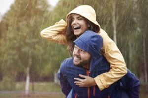 Im Regen lachen